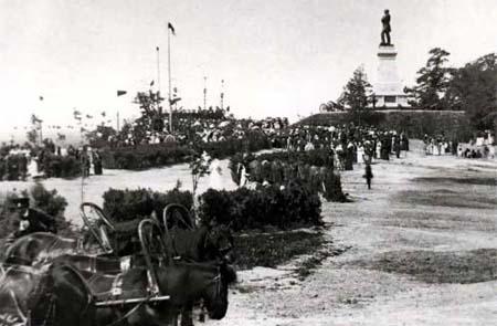 Памятник Невельскому в Хабаровске